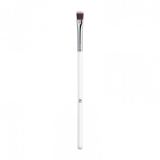 ilū 509 Flat Definer Brush for eyeliner